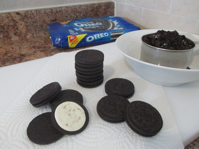 Suzetteroberts - frozen flavours - cookies and cream ice cream - 03 2019 - oreo cookies for crushing
